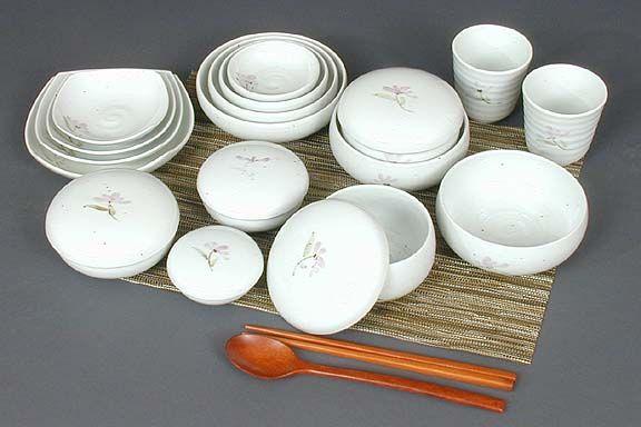 Twenty-two Piece Violet Covered Dinnerware Set love this. & 26 best Korean Dinnerware images on Pinterest   Dinnerware ...
