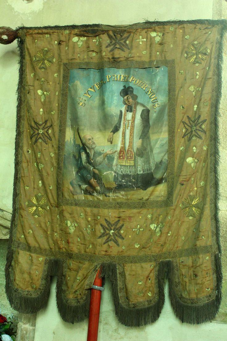 Bannière de saint Yves, Plougonven (29). Photo de JY Moisan.