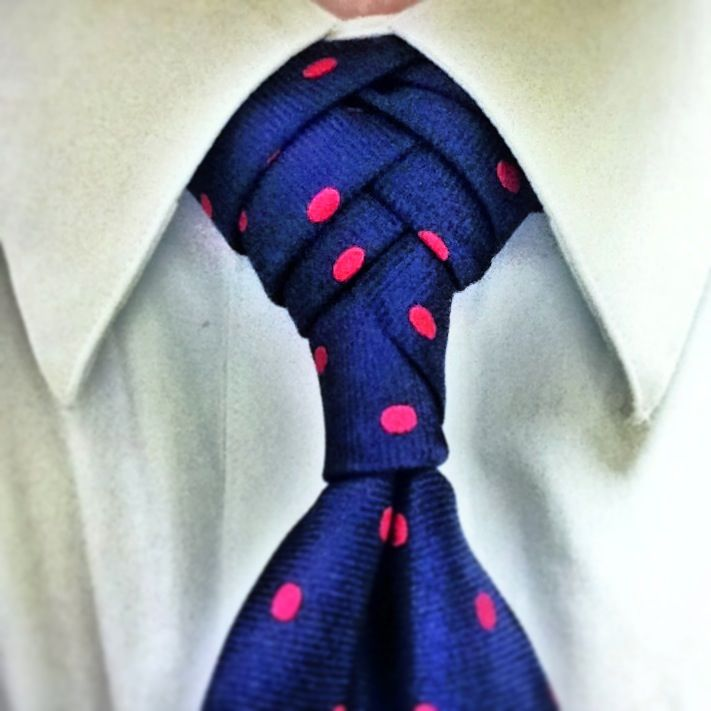 #Fishboneknot. Click though to watch and learn this necktie knot. polka dots #knots #neckties
