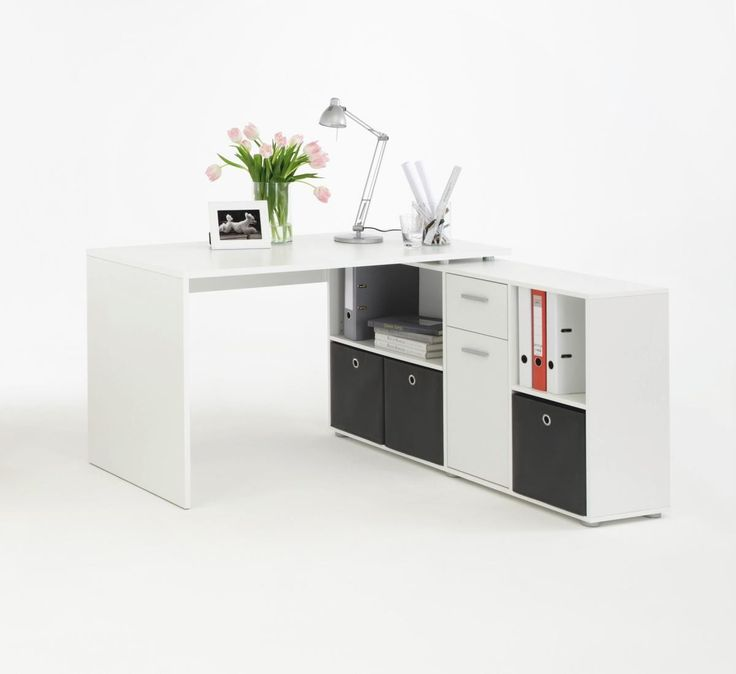 Die Schreibtisch-Kombination in Weiß zeichnet sich durch ein modernes und geradliniges Design aus. Der Schreibtisch wird mit dem Unterbau verbunden und kann so ganz nach den individuellen Anforderungen ausgerichtet werden.Das Regalteil kann gerade oder im Winkel auf der rechten oder der linken Seite angebracht werden. Mit einem Schubkasten, vier offenen Fächern und einer Tür bietet das Regal viel Platz.Tisch: B/H/T: ca. 136 x 74 x 66,5 cm Regal: B/H/T: ca. 137 x 71 x 33 cm...