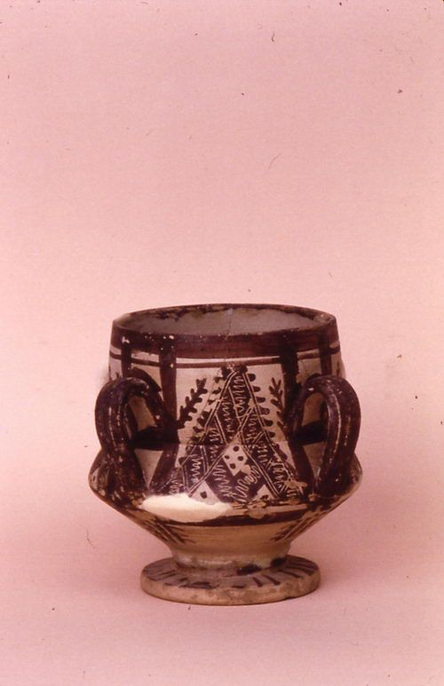 Lusterware from the Abbasid Caliphate. nés 008.jpg (500×773) Links direct to image. Cannot find further information.