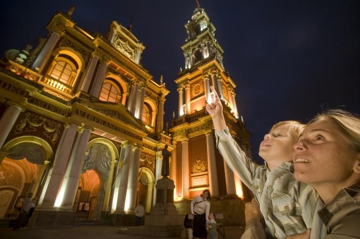 Mamá en la Basílica de San Francisco (Salta)   www.viajaportupais.gov.ar