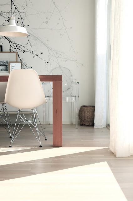 Dining room inspiration! Our Scandinavian Surface wallpaper Black Beech in Norwegian blogger Lene's kitchen. We love it!
