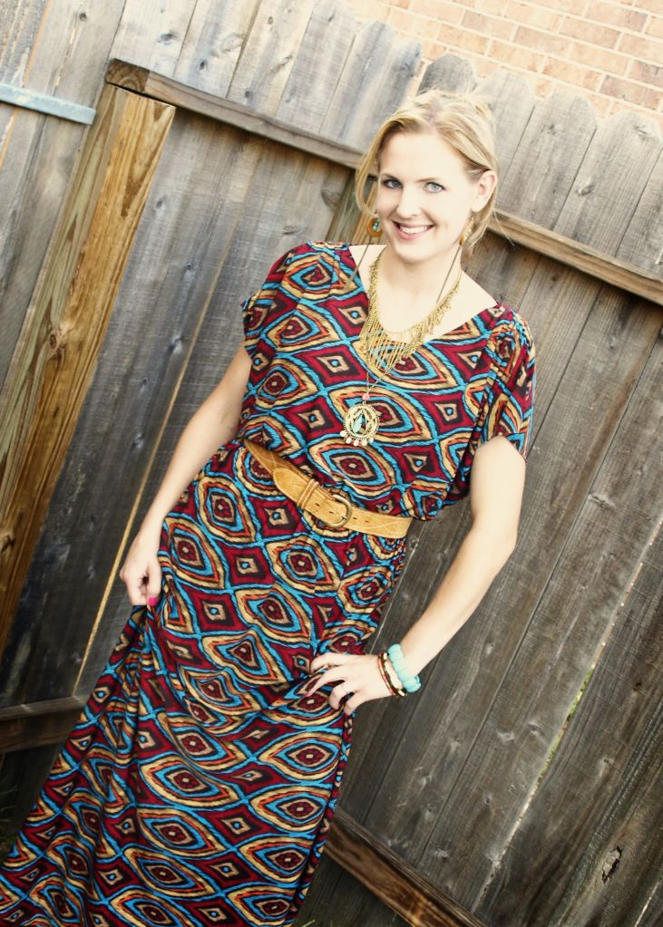 Make an easy to sew kimono style maxi dress! Use non-fray stretch fabric to make a simple dress with little sewing. Simple and chic!