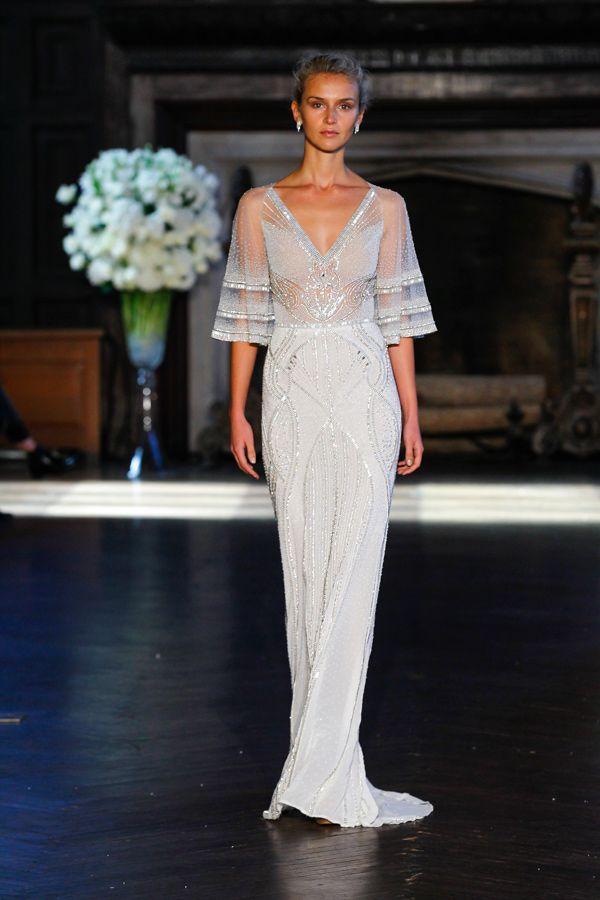 Alon Livné 2016 bridal collection | http://ruffledblog.com/alon-livne-white-2016-bridal-collection/