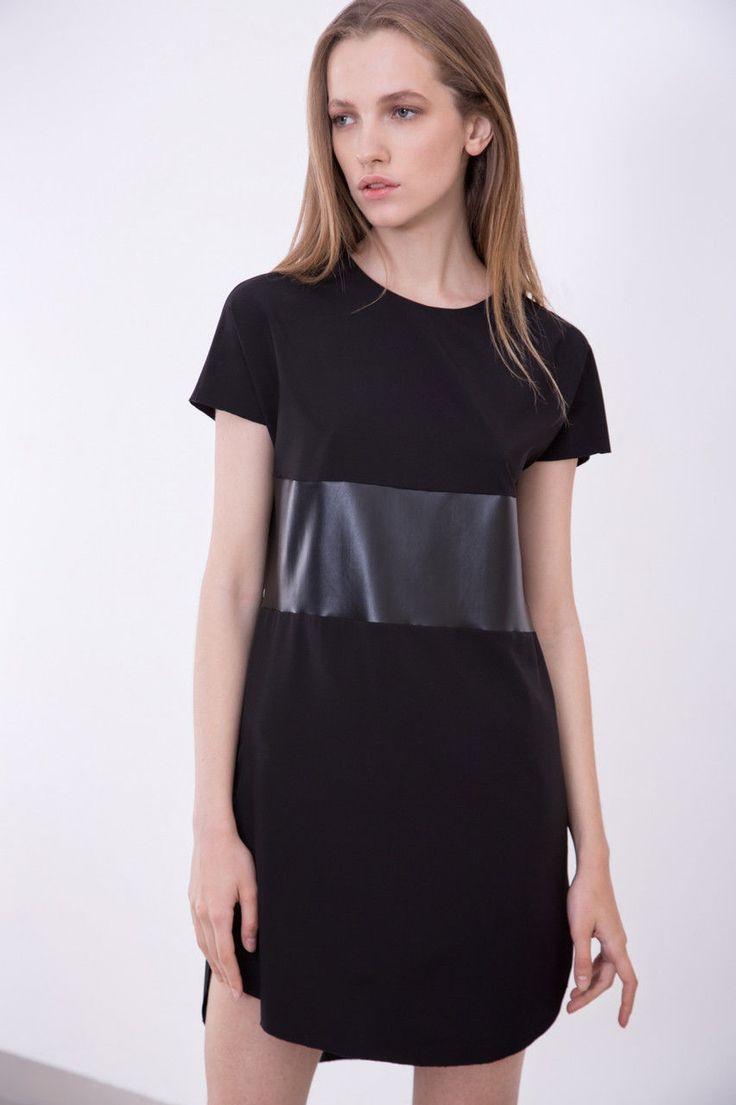 Женское короткое черное платье с кожаной вставкой