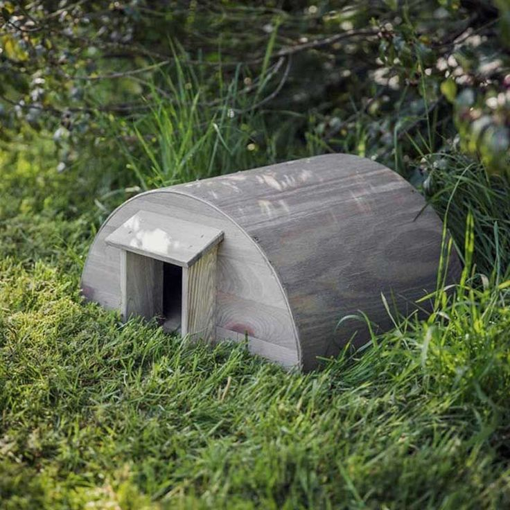 This wooden hedgehog house will encourage the hedgehogs to take up residence in your garden and will be perfect for their winter hibernation.