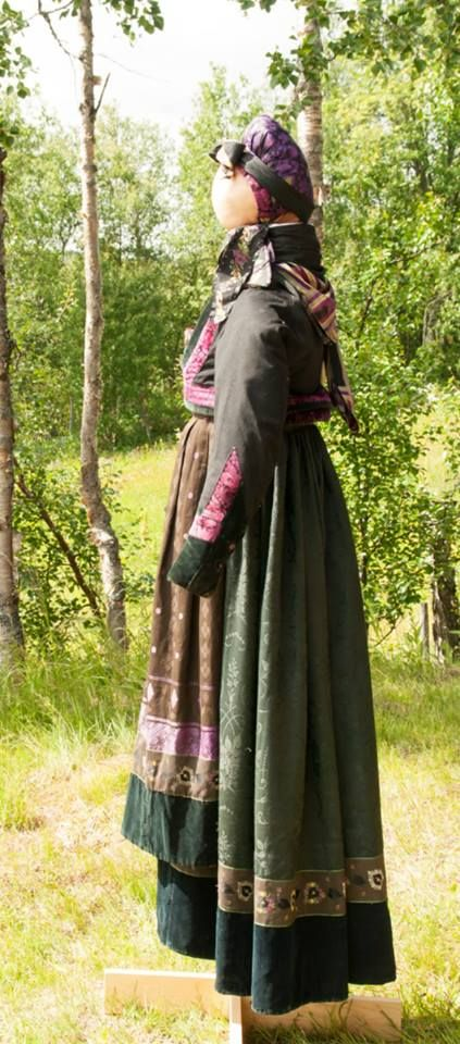 Kvinnebunad fra Numedal på Dagali Museum, http://www.hallingdal-museum.no/