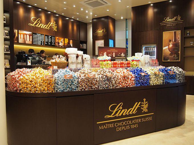 リンツ ショコラ カフェ 京都四条通り店オープン - チョコレートショップとカフェが併設   ファッションプレス