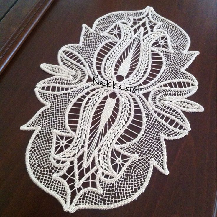 Romanian point lace (angles)