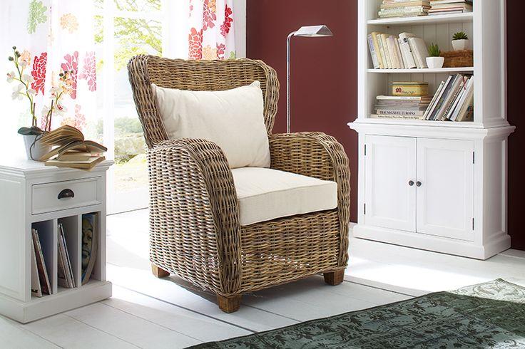 Rieten fauteuil Queen. Super kwaliteit inclusief witte kussens van Nova Solo https://www.meubelen-online.nl/Fauteuil-Queen-riet-met-kussens-naturel