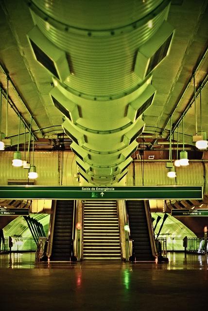 Metrô by fernandodefranca, via Flickr