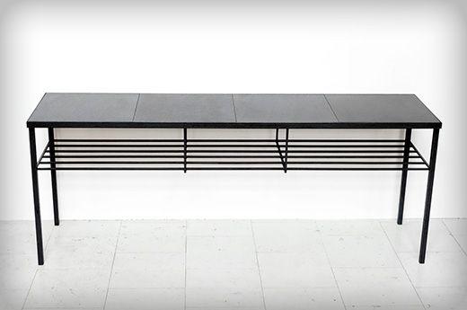 Sidobord / Sideboard med hylla och granitskivor