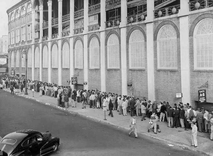 Fans wait for tickets for the Brooklyn Dodgers, New York Giants playoff game on Oct. 1, 1951