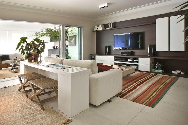 Materiais acolhedores e tons suaves compõem uma casa feita para durar para sempre. Veja: http://casadevalentina.com.br/blog/detalhes/detalhes-que-fazem-a-diferenca-2855 #decor #decoracao #interior #design #casa #home #house #idea #ideia #detalhes #details #cozy #aconchego #neutral #neutro #casadevalentina #plants #plantas #livingroom #saladeestar