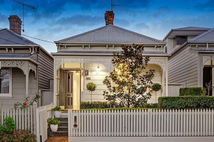 Cream block fronted Victorian cottage. HAWTHORN 31 Smart Street