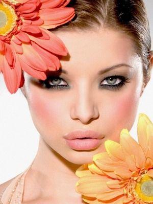 花のようなチークとアイメイク|コスメ&メイクアップ・フォト日記