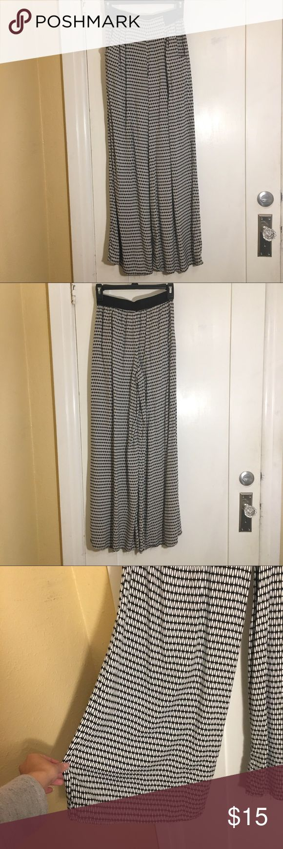 Target Printed Palazzo Pants Black and white printed Palazzo wide legged flowy pants with elastic waistband and pockets. Size small. Price is firm unless bundled. Xhilaration Pants