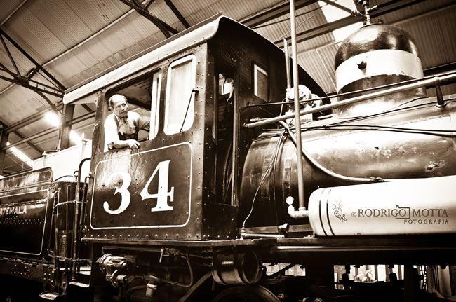 El Ferrocarril en Guatemala - Fotos del Recuerdo La construcción de la vía ferroviaria en Guatemala comenzó en 1880, con el tramo del Puerto de San José a la capital de Guatemala. La construcción d...