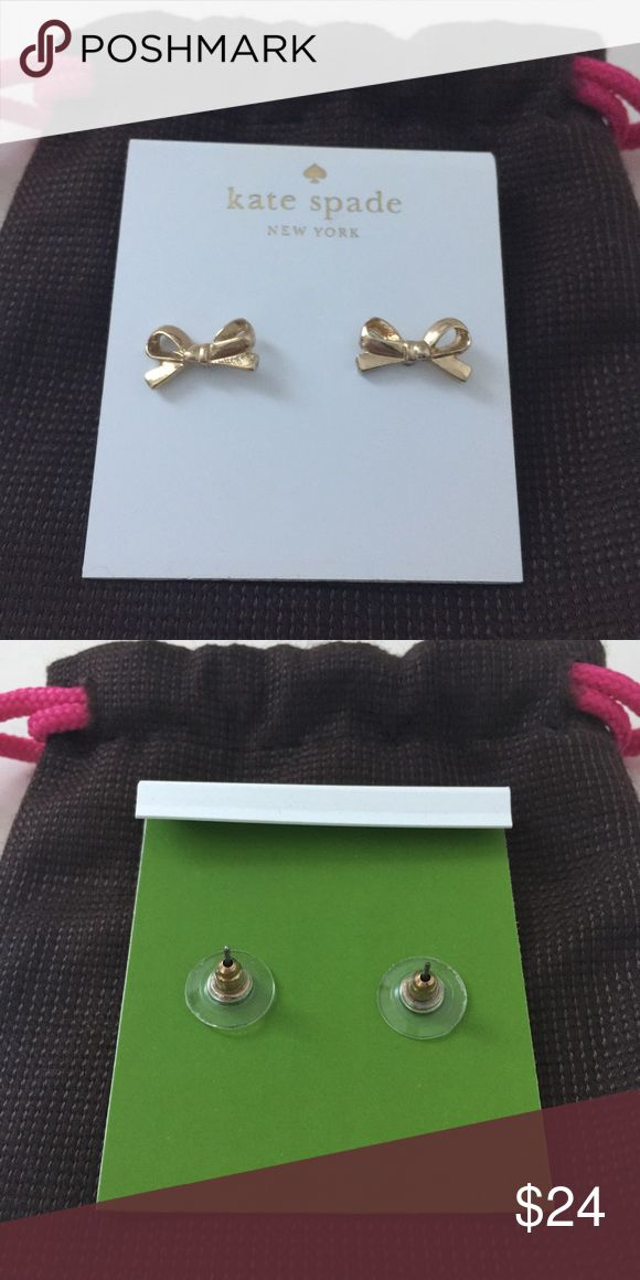 Kate Spade Gold Bow Earrings Worn twice. Sanitized. It will come with its own Kate Spade dust bag 🚨 Look closely at the photos to know what exactly you are receiving and the condition that it's in! Smoke/Pet free home. Bundle 2+ of my items to save 15%. I do not trade or hold items. Check out my websites on my profile. kate spade Jewelry Earrings
