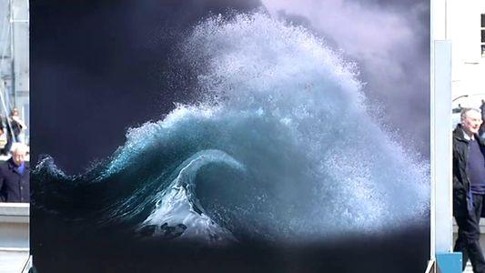 Le festival Photo de mer à Vannes est le rendez vous incontournable pour tous les amoureux des océans. Véritable hommage à la planète bleue, des centaines de clichés sont exposés à travers toute la ville jusqu'au 1er mai. Invité d'honneur de cette 12 iéme édition, le navigateur quimpérois Philippe Poupon et sa compagne Géraldine Danon.