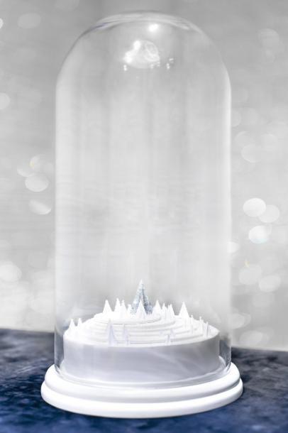 Olivia Putman Une image d'Epinal d'ambiance de Noël en miniature. Env. 45 cm x 55 cm. A miniature Christmas landscape as from a picture book. - Sapins de Noël des Créateurs - 15/12/2014