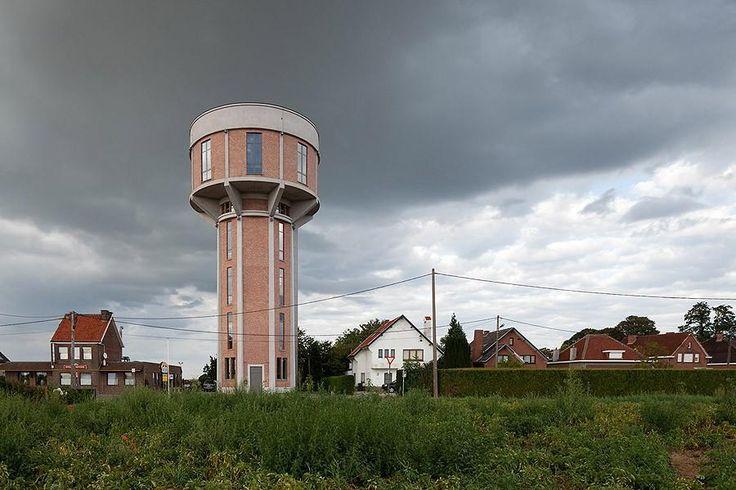 Старая водонапорная башня, превращенная в современный дом. Бельгия.