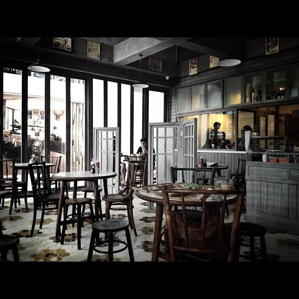 Peng You Chinese Cafe'  via Shinpanu's stagram.