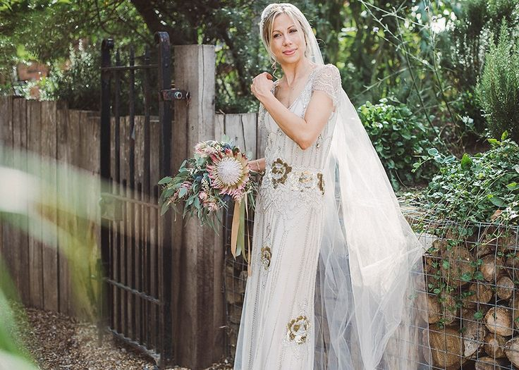 Jenny Packham glamour for a pale green pub wedding in Sussex. Photography by Razia N. Jukes.