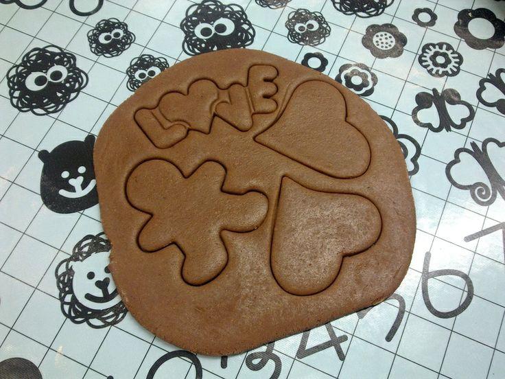 making gingerbreads
