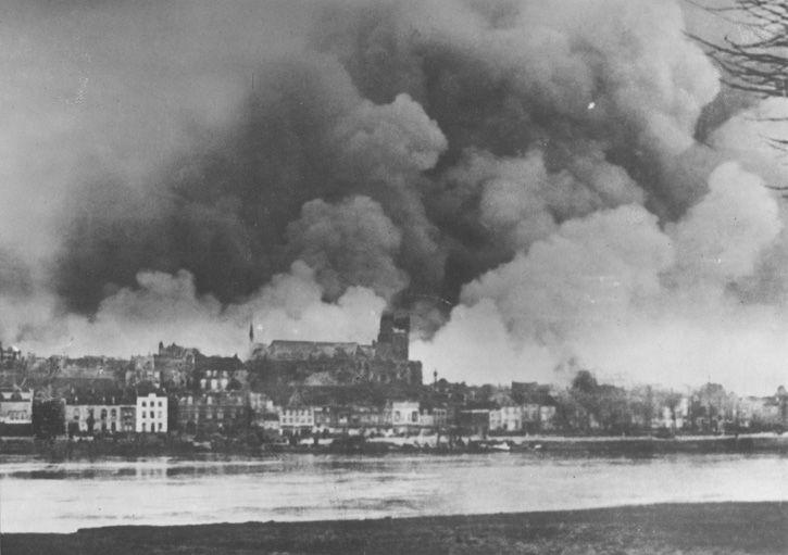 Burning Nijmegen, february 1944