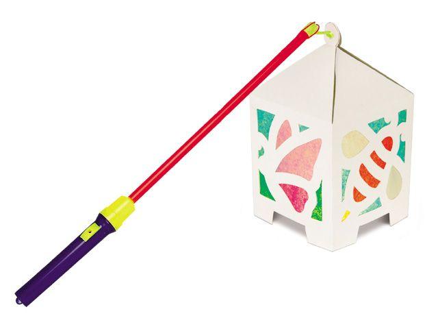 Glas-in-lood lampionnetjes -Langs de deuren met je zelfgemaakte lampionnetje. Aan het lampionstokje zit een lampje waardoor de kinderen veilig met het verlichte kunstwerk op pad kunnen.