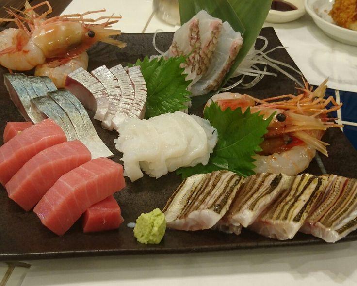 「錦糸町高はし」 スポーツクラブの仲間と食事会。美味しいお刺身や揚げものと美味しいお酒で楽しく過ごさせていただきました。