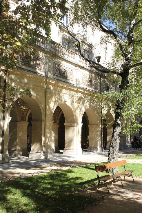 Jardin du Musée des Beaux-Arts, Lyon, France - www.slo-hostel.com
