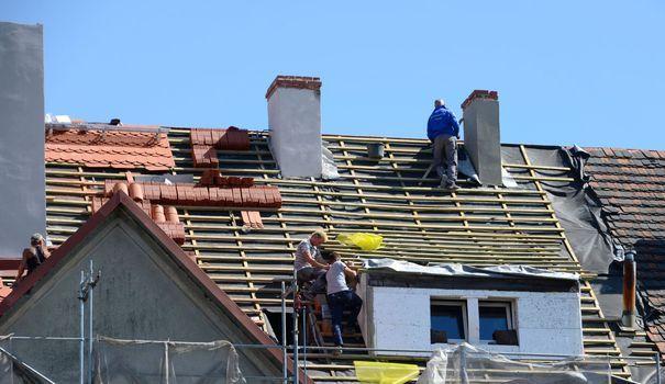 Rénover un toit : les questions à se poser avant de le refaire - Côté Maison