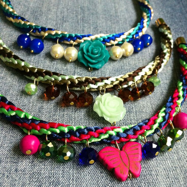 Collares con resinas , cristales, pastas y perlas