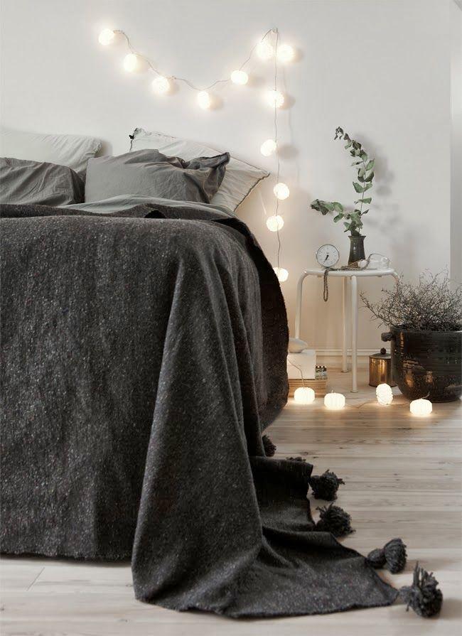 ropa de cama gris oscuro casi negro