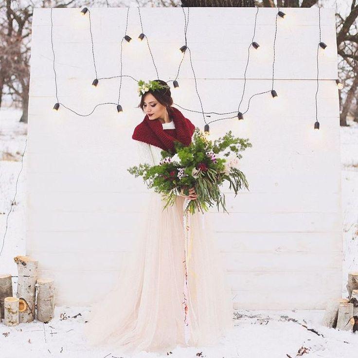 Вчера была свадебная, зимняя сказка и любовь Елизаветы и Георгия)) Зимой можно и нужно делать вот такие атмосферные свадьбы и съемочки и не бояться холода, ведь любовь, она греет изнутри❤ Я всегда удивлялась умению  @liza_klimochkina организовывать  такие крутые съемки. Ты умница. Фотограф @liza_klimochkina  Флористика @jz_e  Шикарное платье @svadebniy_salon_romantic Макияж @svetlanagoloven Прическа Валерия Коневцева  Торт @_vanilla_and_cinnamon_  #свадьбаволгоград #свадьбаволжский…