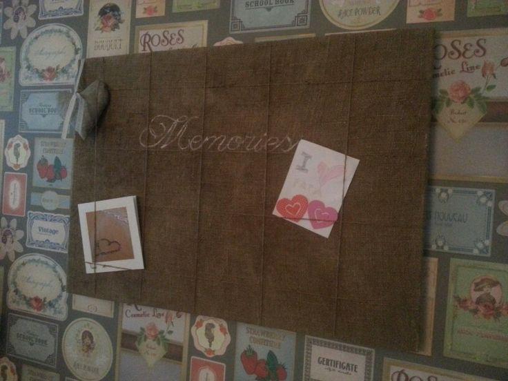 Bord voor herinneringen gemaakt van oude jute zak tekst is vrij  te kiez en n en lettertypes ook.
