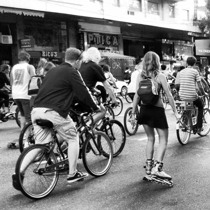 En Bici y Patinando, en auto ni cagando!!!  Masa Critica Buenos Aires