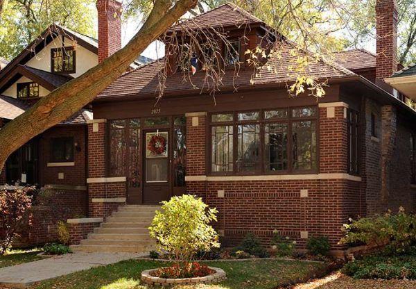 Чикагские бунгало — простые дома, построенные в одноименном городе для рабочего класса, 95% из которых — возведены из кирпича. Как и бунгало в других частях страны они зачастую имеют детали из стил…