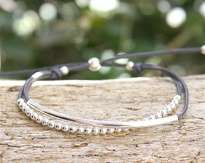 This bracelet is mounted on a flexible cable with 3 reeds (2 x 20 mm) and beads 2 mm and 2.5 mm in Silver 925 It is adjustable thanks to a string of 16.5 to 19 cm extension the string ends with a small medal in Silver (925) and closes with a sterling silver lobster claw which he gives a chic and modern side