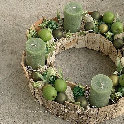 Advent wreath / Corona de velas Wonder if could decoupage Bible verses to form frame, and use Advent colors?