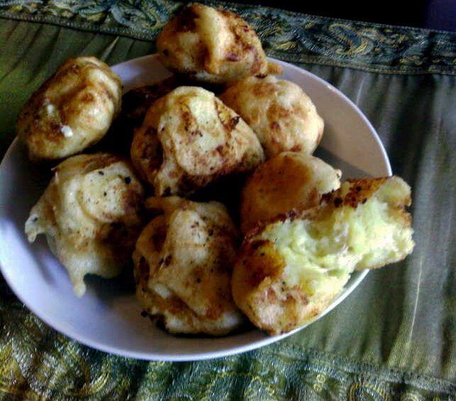 Deliciosos estos globos de suave Puré, rellenos de Queso y dorada cobertura de Pastella