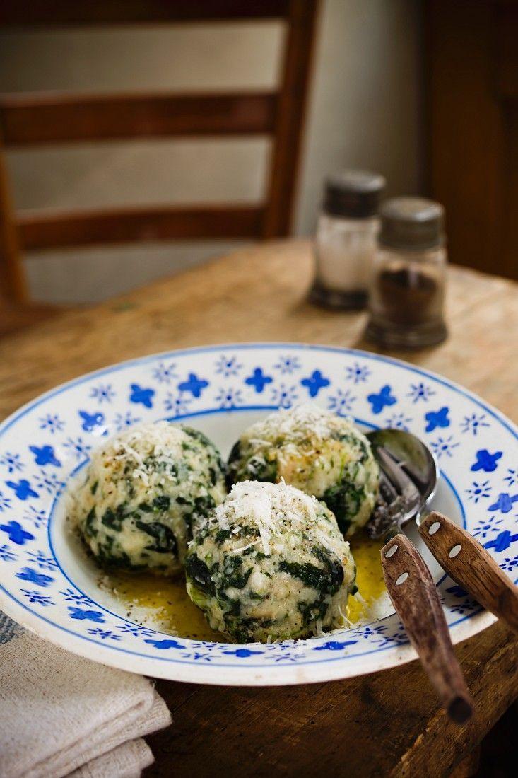 Spinatknödel mit zerlassener Butter | http://eatsmarter.de/rezepte/spinatknoedel-mit-zerlassener-butter