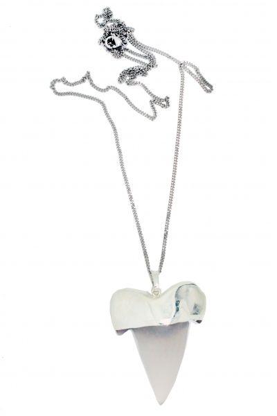 Collier sautoir dent de requin pierre agathe