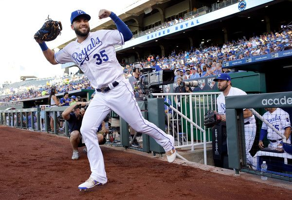 Eric Hosmer Photos Photos - Eric Hosmer #35 of the Kansas City Royals takes the field just prior to the start of the game against the Houston Astros at Kauffman Stadium on June 5, 2017 in Kansas City, Missouri. - Houston Astros v Kansas City Royals
