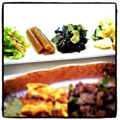 少しずつ色々食べたい - 2件のもぐもぐ - マクロビ前菜4種盛り✨キャベツゴマ風味サラダ、フキ煮物、わかめ酢の物、ポテサラ by hiroromm