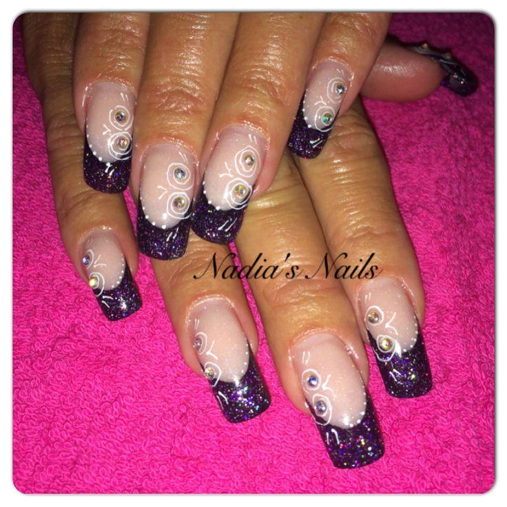 Mooi zwart met roze nagels gezet