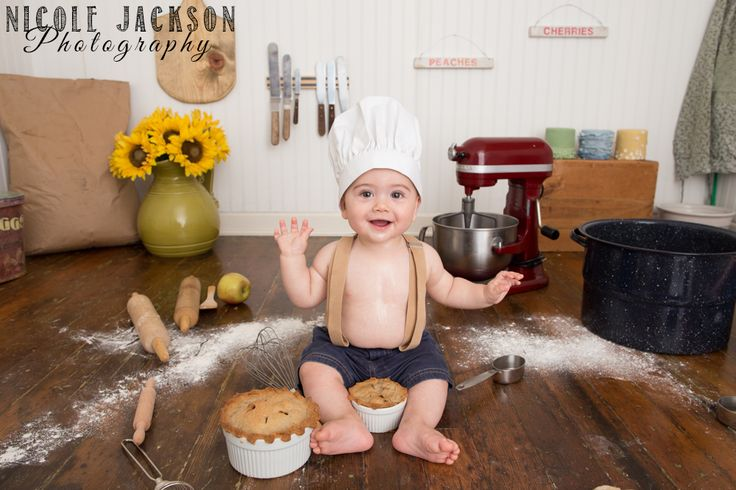 Is he not the cutest little baking baby you've ever seen? www.NicoleJacksonPhotography.com www.facebook.com/nicolejacksonphotography